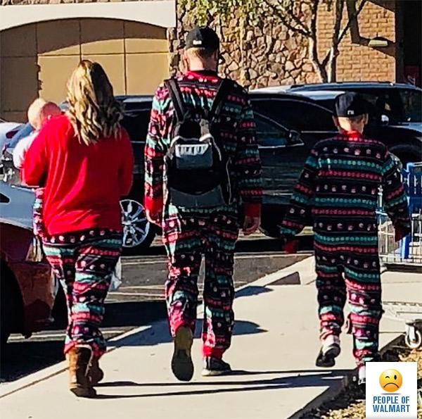 People of Walmart-ում տեղադրվում են սիրողական լուսանկարներ՝ ամերիկյան հայտնի առևտրի կետի այցելուների կողմից